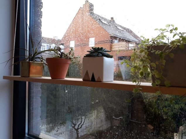Aan het raam in de toekomstige badkamer!