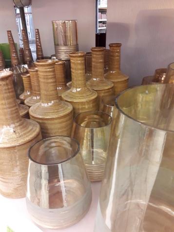 Aardetinten gemengd met goudkleurig glas!